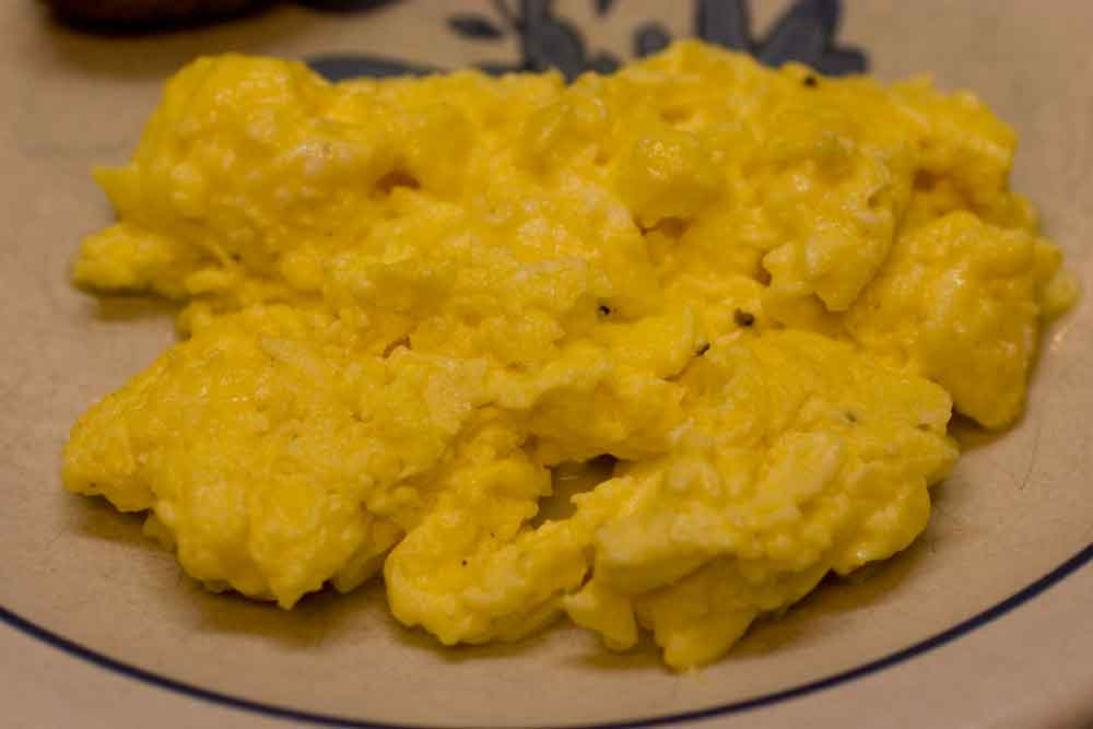 How To Make Scrambled Eggs And Cheese In The Microwave